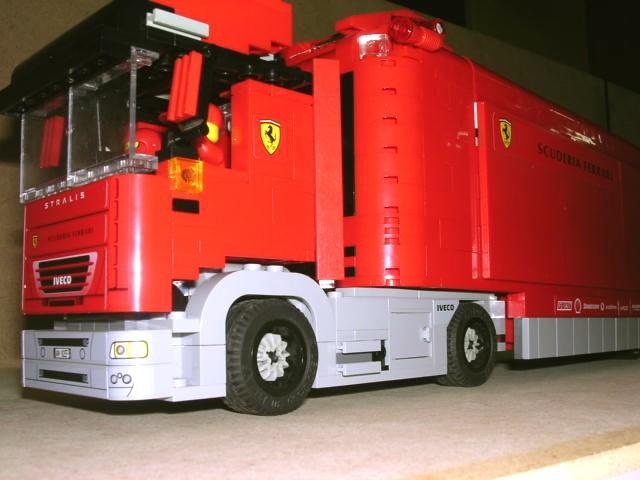 创意结构堆叠:法拉利货柜车